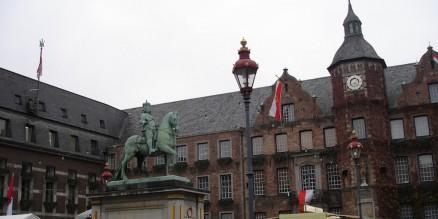 Jan Wellem vor dem Rathaus Düsseldorf