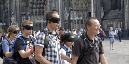Blindwalk Cologne vor dem Dom